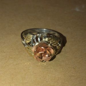 Jewelry - 10k rose, yellow and white gold floral ring.